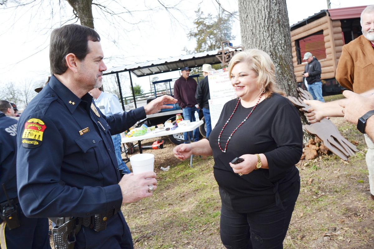Locals say 'Thank you' to law enforcement