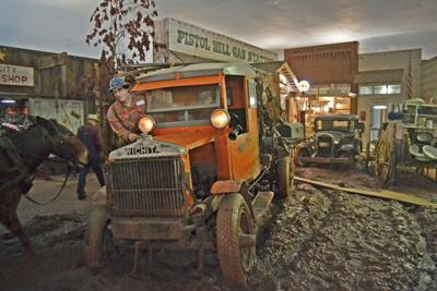 MUSEUM HONORS OIL HANDS  |  ETOM spotlights oilfield legacy in change to 'Boomtown'