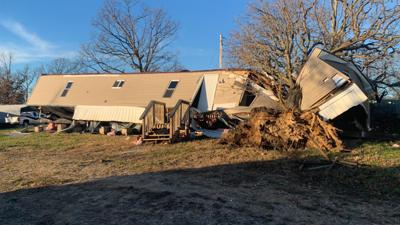 Possible weekend tornado strikes Pulaski County mobile home park