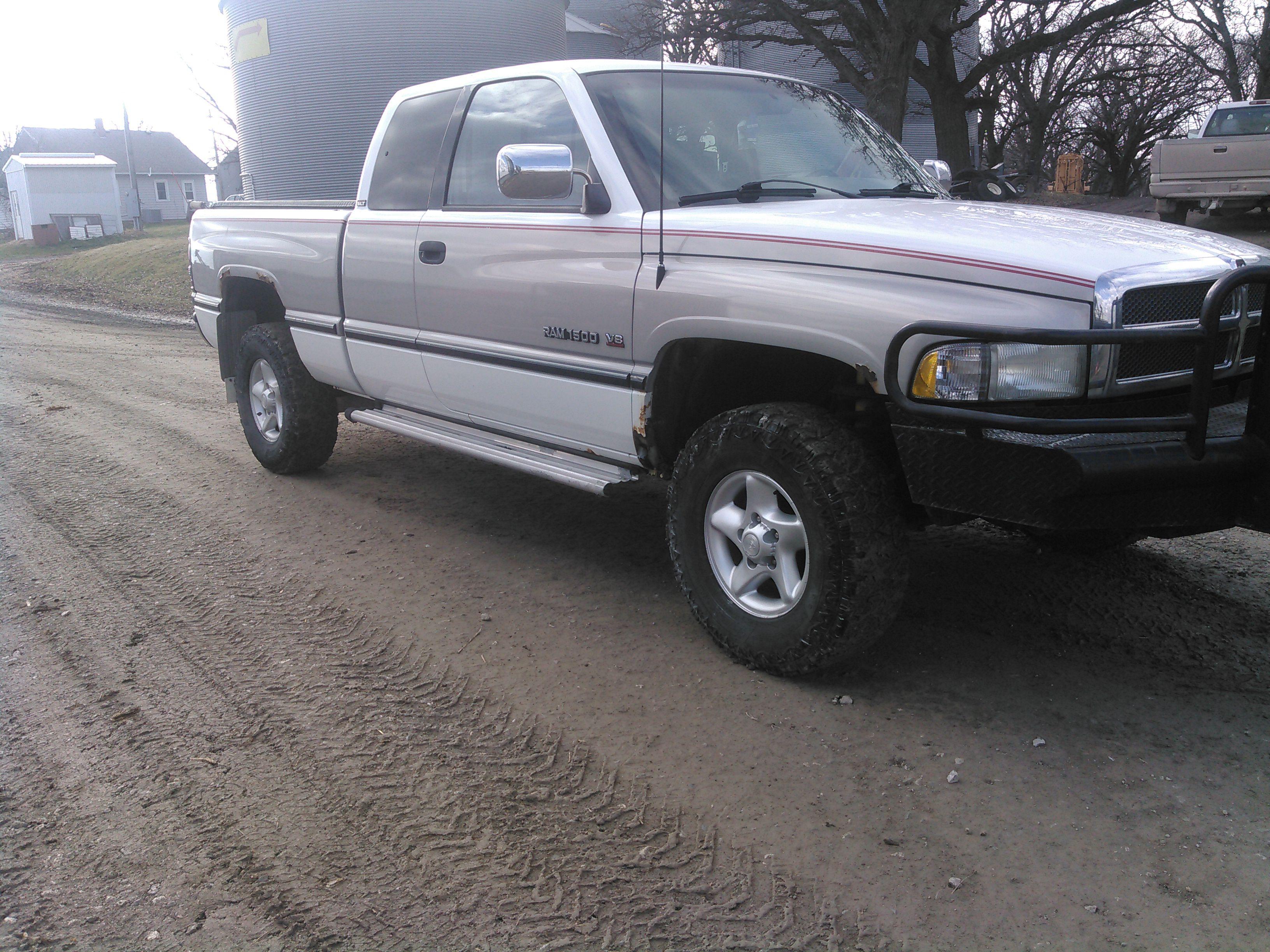 1997 Dodge 1500 4x4 image 1