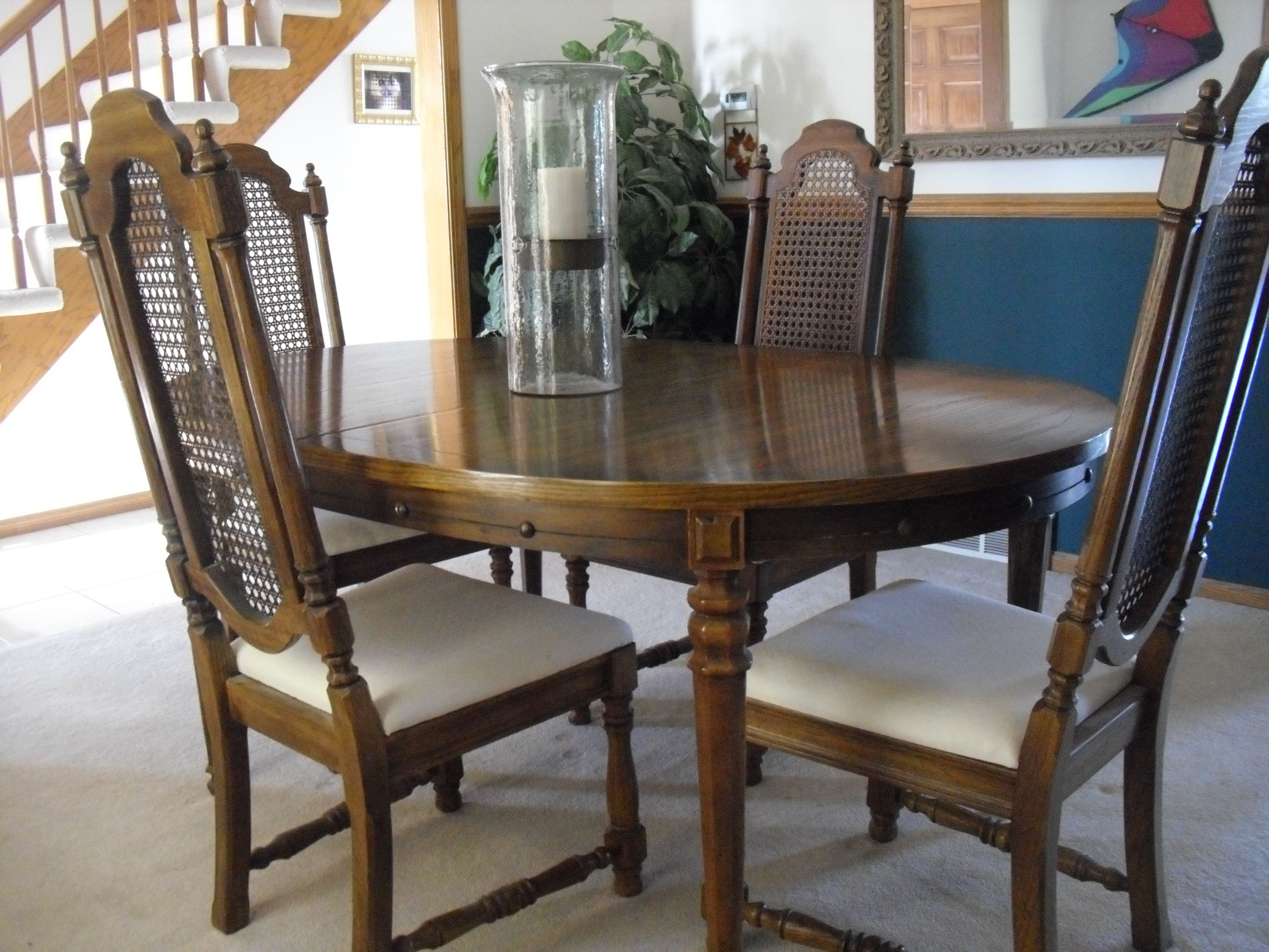 Dining Room Table and 6 Chairs - Excellent Condition! image 1