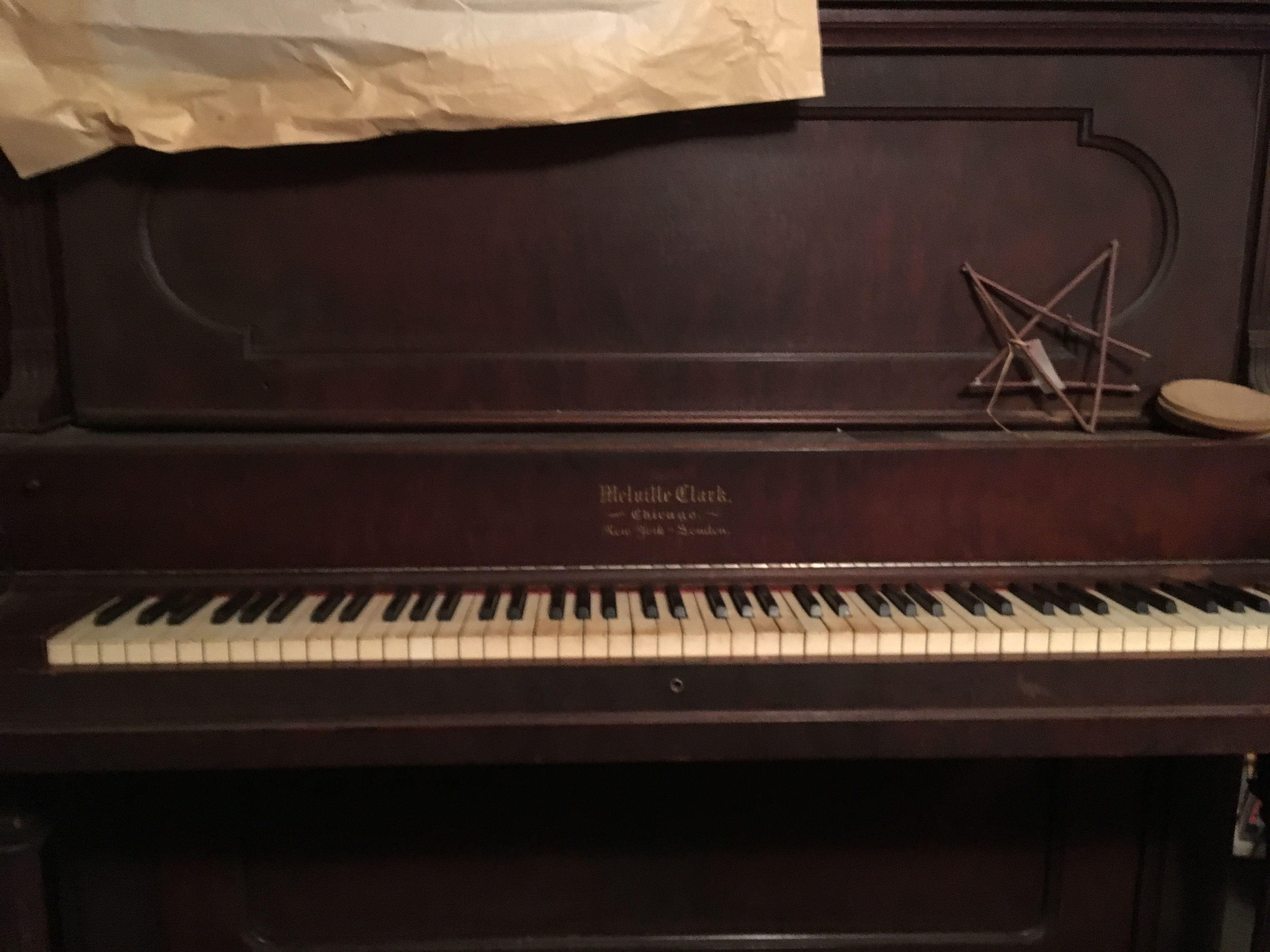 upright piano-FREE image 1