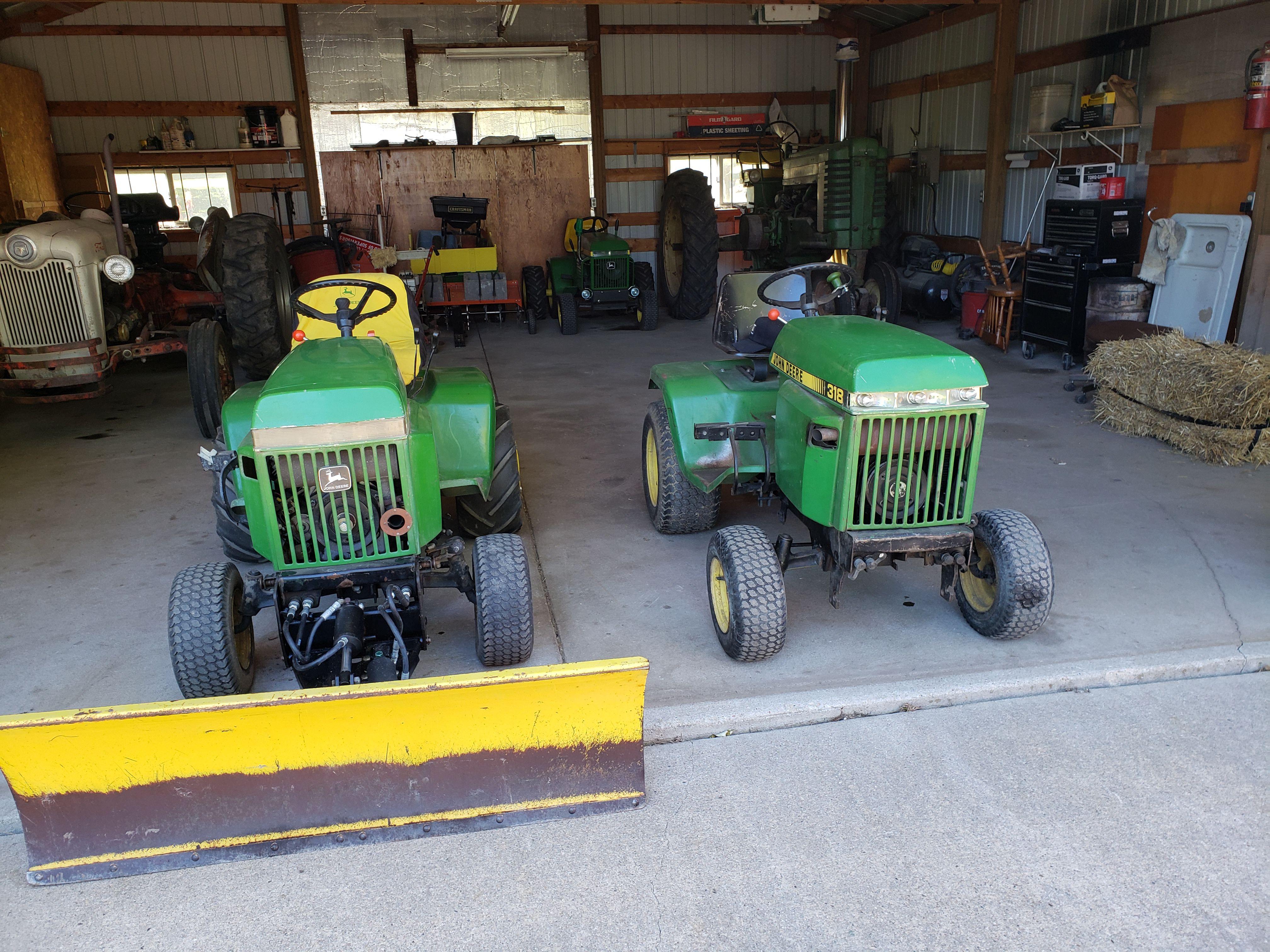John Deere 318 Tractor image 1