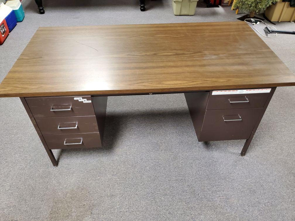 Free Office Desk image 1