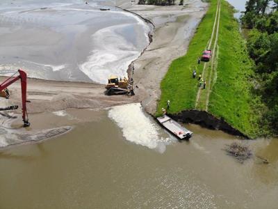Breach closure on levee L575A June, 20, 2019