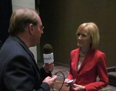 PBS news anchor Judy Woodruff with KMA's Mike Peterson