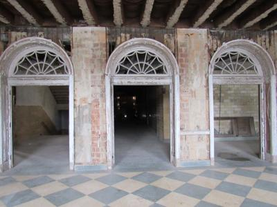 301 N Mulberry original entrance arches