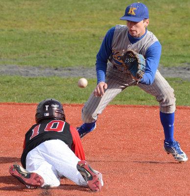 Kodiak baseball qualifies for state