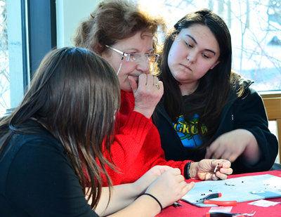 Alutiiq Museum hosts shell earring workshop