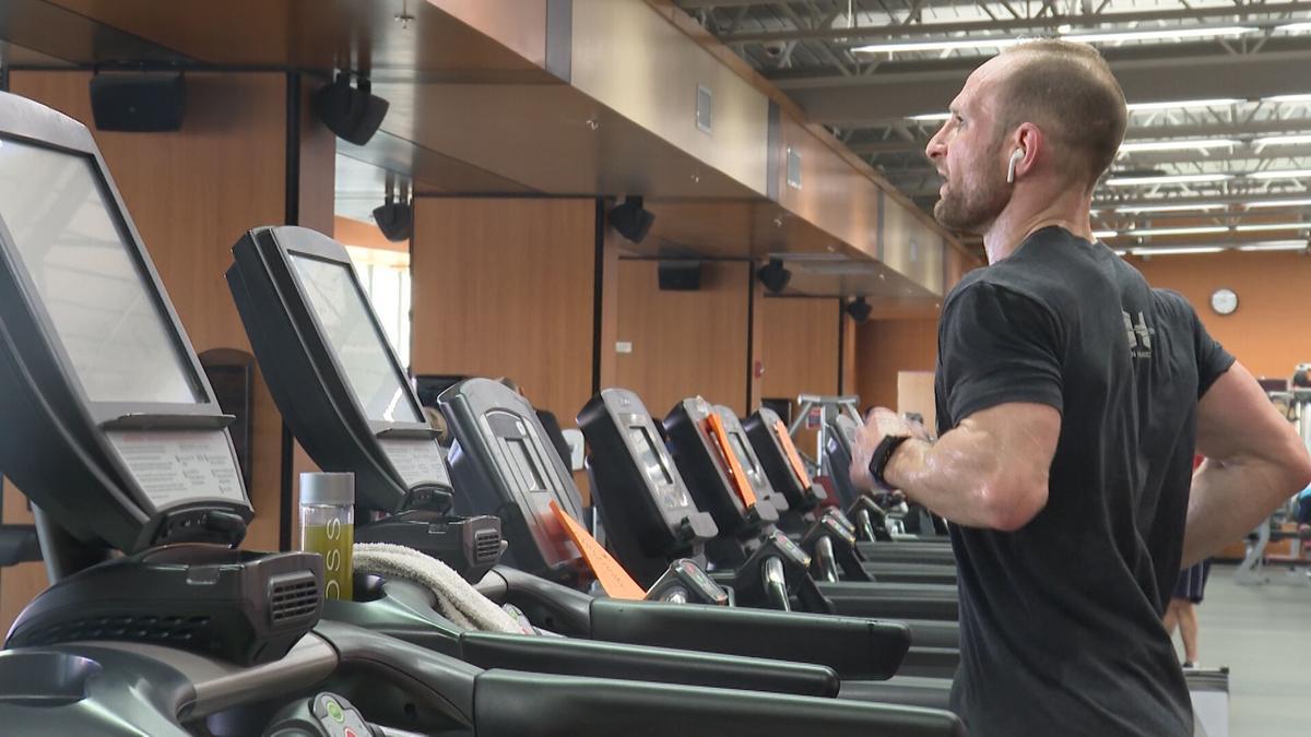 Matt Chinn runs 20 miles a day for 28 days straight