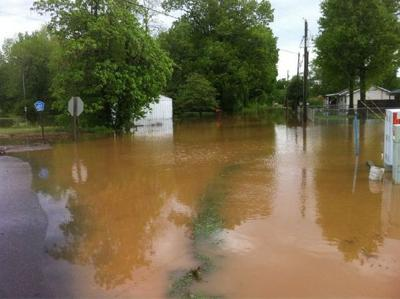 Experts warn people to do research before donating to flood victims