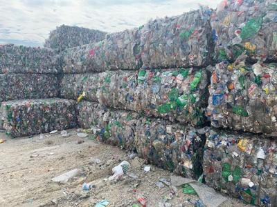 Columbia Public Schools trade trash cans for compost bins
