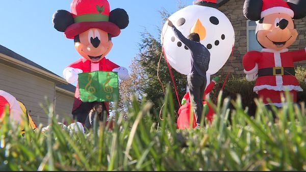 EmVP Family packs lawn with 50 Christmas inflatables