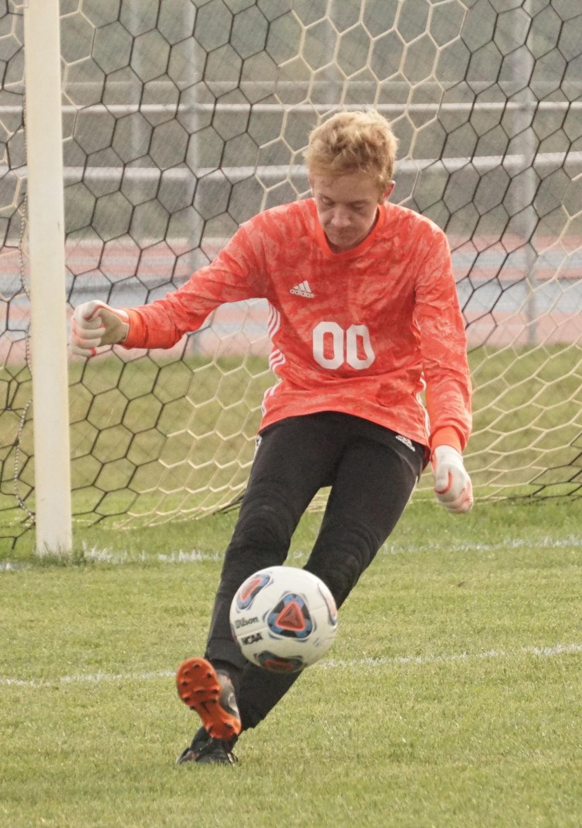 Dreibelbis drives goal kick