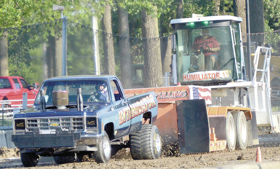 Arcola, Midwest take on the mud and exhaust | News | kpcnews com