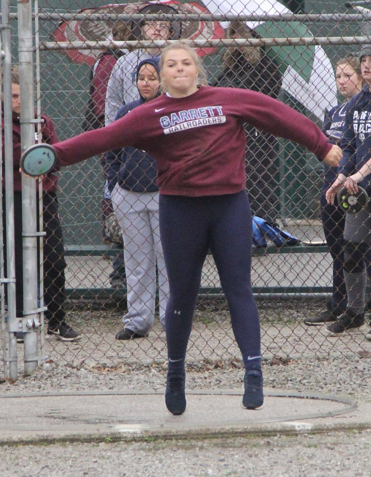 Weaver throws in discus event