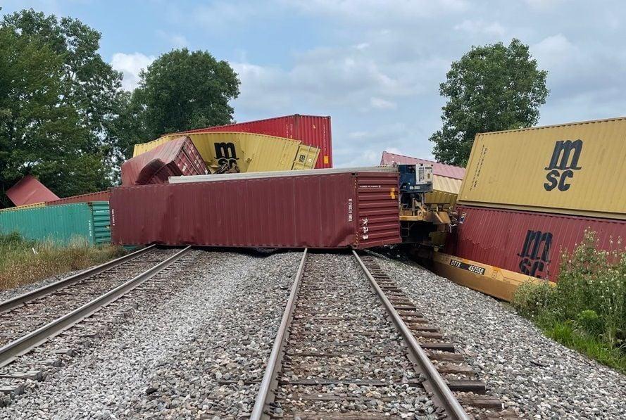 Train cars derail near Auburn