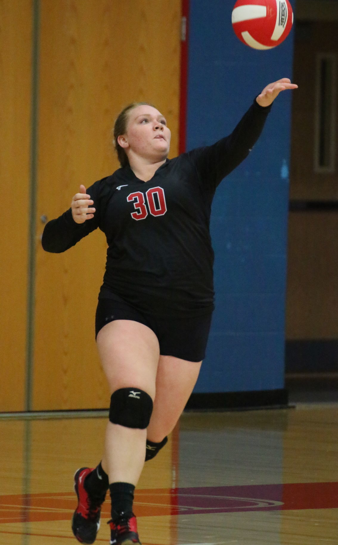 Laker spikers fight off Eagles