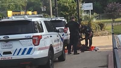 Shreveport police officer kicks suspect while on ground