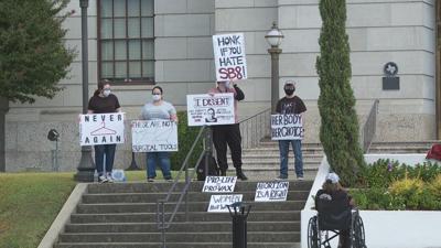 Pro-choice rally held outside Texarkana Federal Courthouse