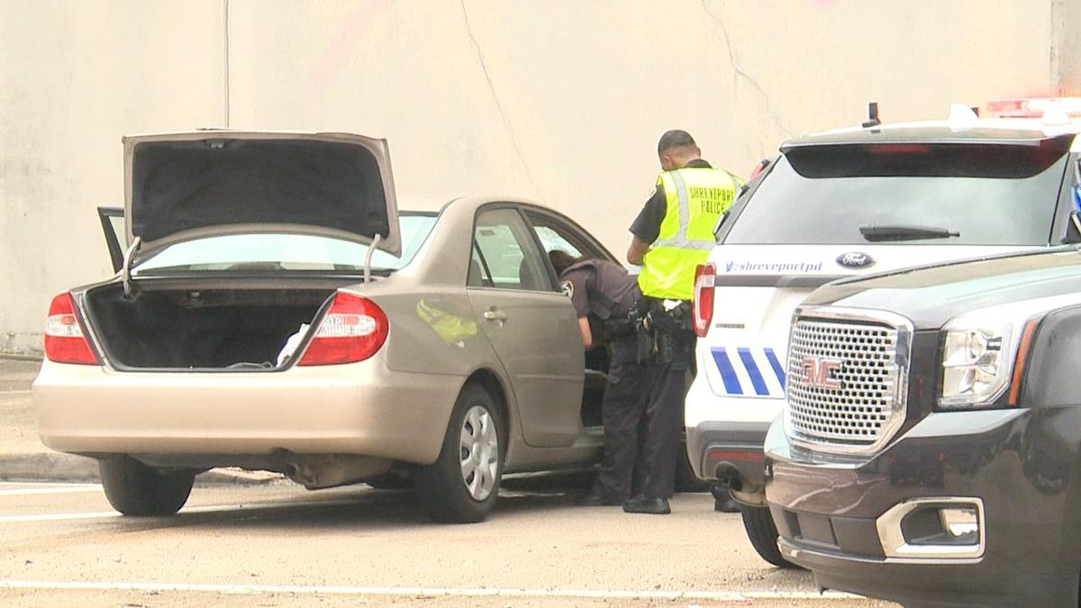 One shreveport man is behind bars after fleeing from police and attempting to carjack two vehicles