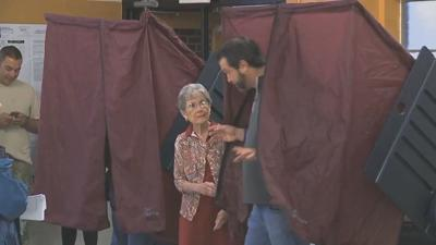 closed primary - voter in booth