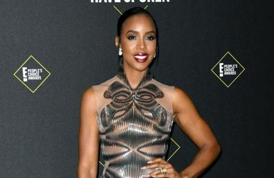 Kelly Rowland puts up Christmas tree