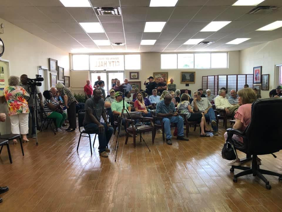 Many council meeting on police chief