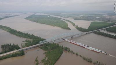 Flooded Mississippi River