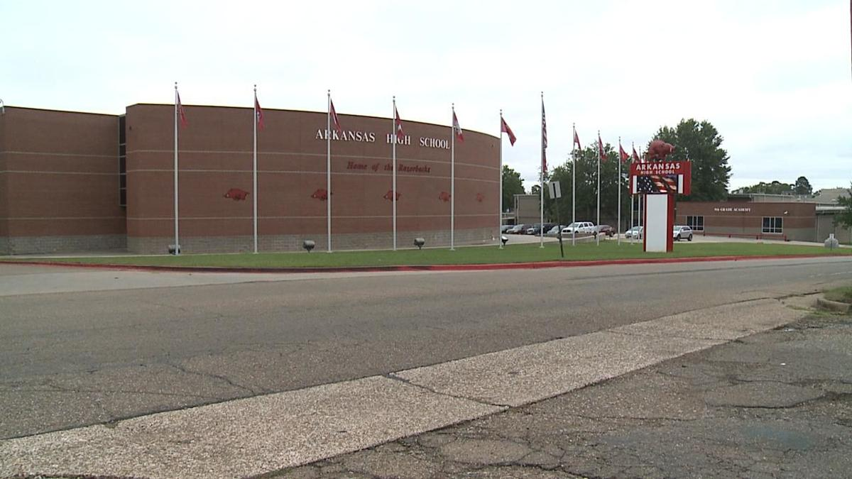 Teen arrested for alleged threats at Arkansas High School