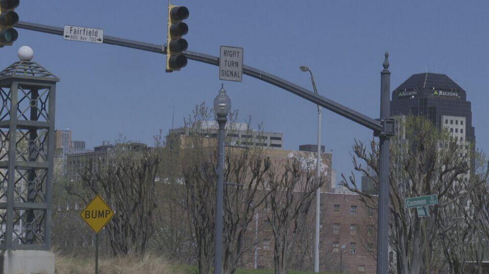 Fairfield and Common traffic light