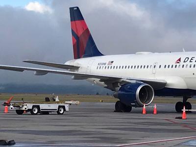 delta flight plane landing missoula airport