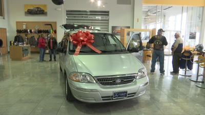 Billings couple donates car to veteran in need