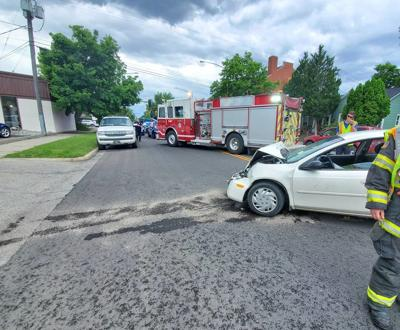 Car repeatedly rams FedEx truck on Division and Lewis Ave.