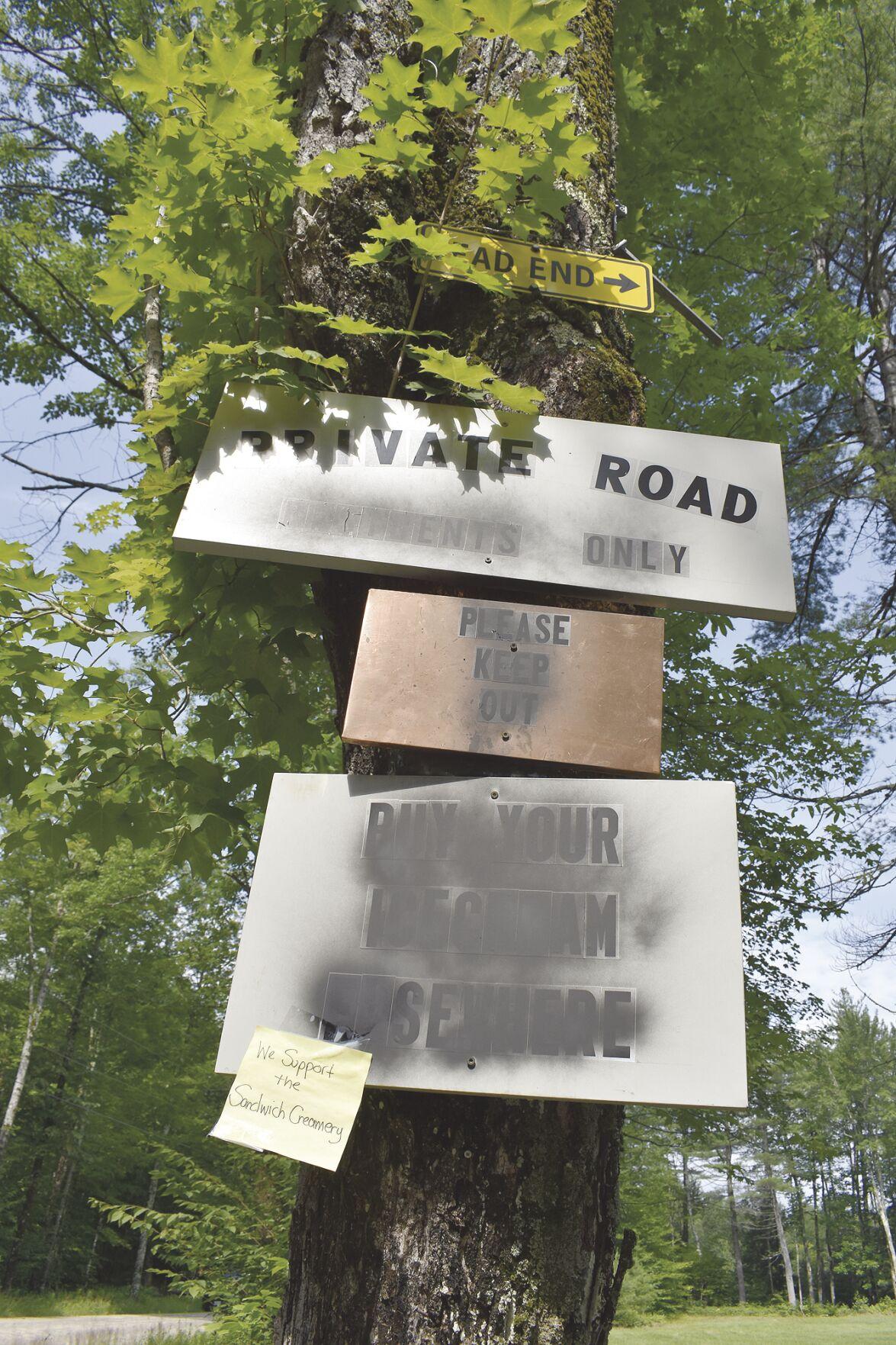 07-22 Hannah Road entrance signs