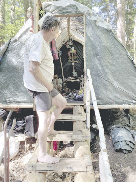 06-03 HomelessHut.jpg