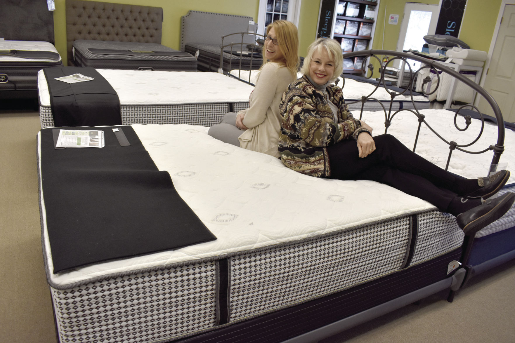 Merveilleux Meredith Furniture Store Takes On Mattress Industry