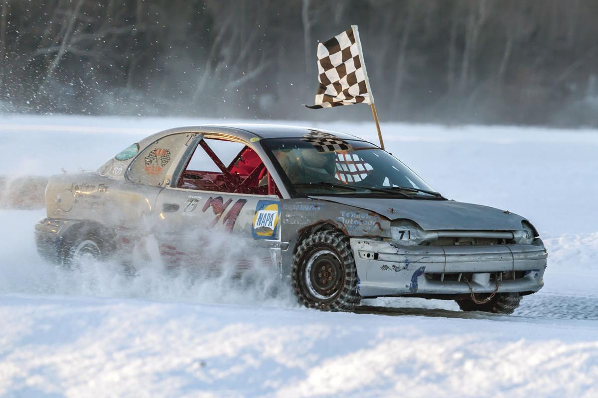 01-20 SPORTS Ice racing
