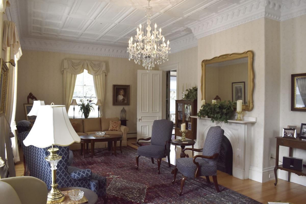 09-16 Busiel House sitting room