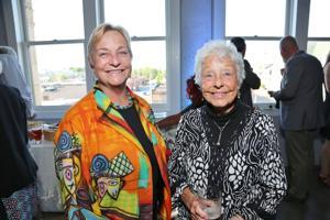 Nancy Suelflow, Anita Siegmund