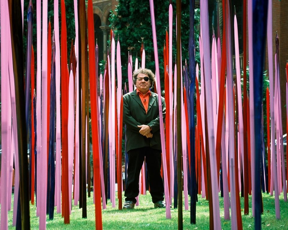 "Chihuly stands among his installation of ""Reeds"" at his 2001 exhibition, ""Chihuly at the V&A"""
