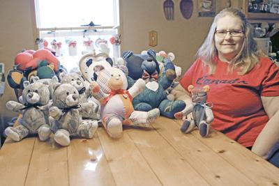 Table of teddy bears