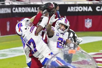 Arizona Cardinals wide receiver DeAndre Hopkins catches the game-winning touchdown against Bills .jpg