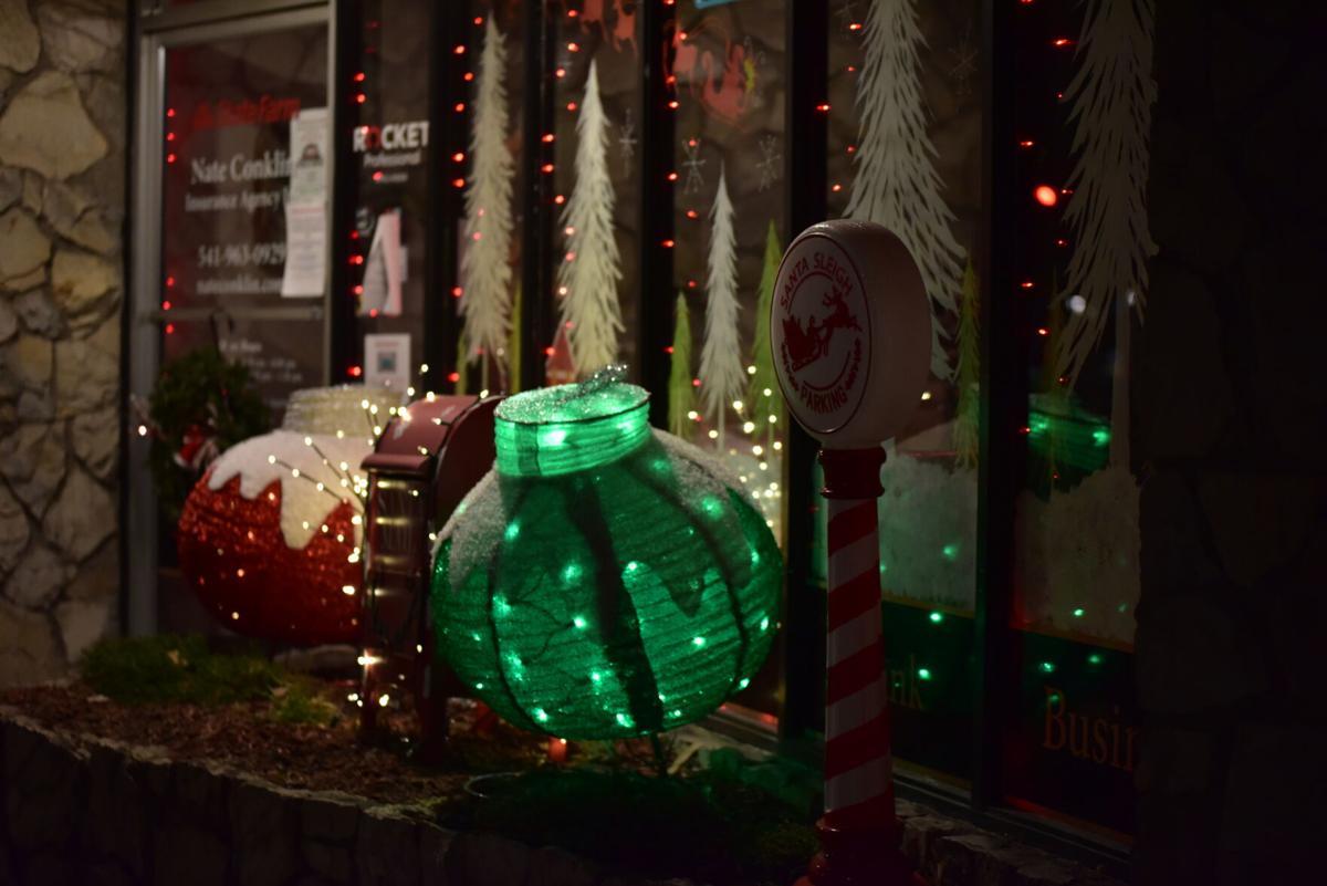 State Farm holiday decorations - biz winner 2020