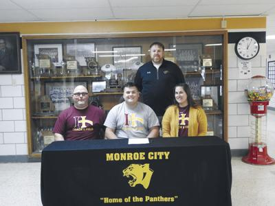 Sprague signs with Indian Hills Community College