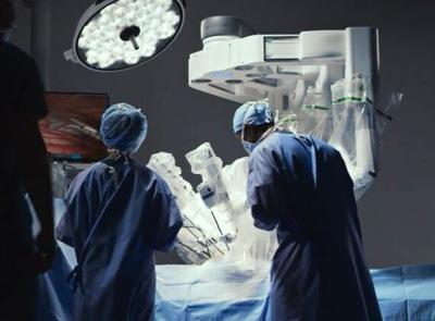 surgeons-in-operating-room-davinci-system (1).jpg