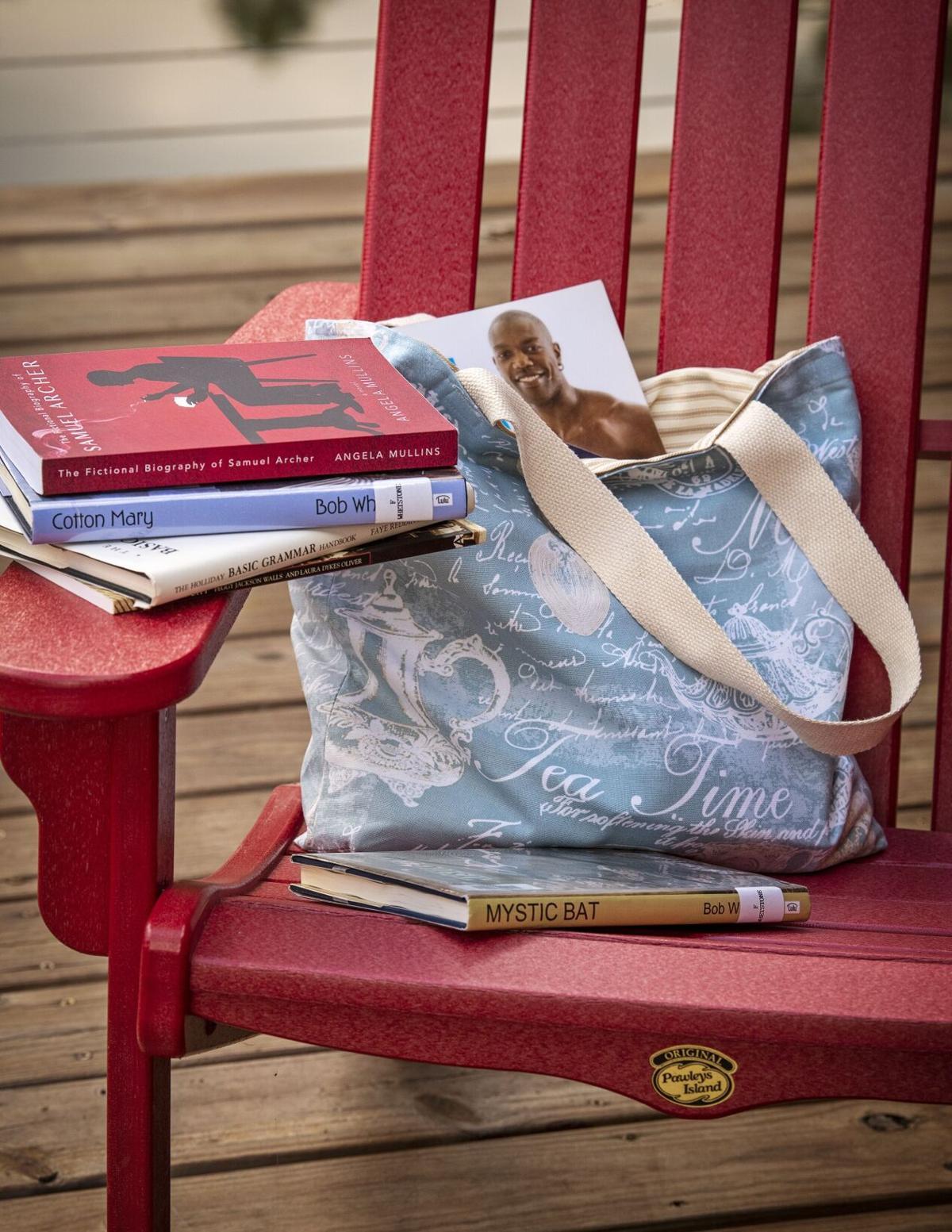 Bookbag_1976_20200809.tif