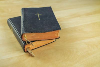 bibles.TIF