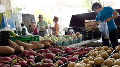 farmers-market-USDA-flickr-creative-commons.jpg