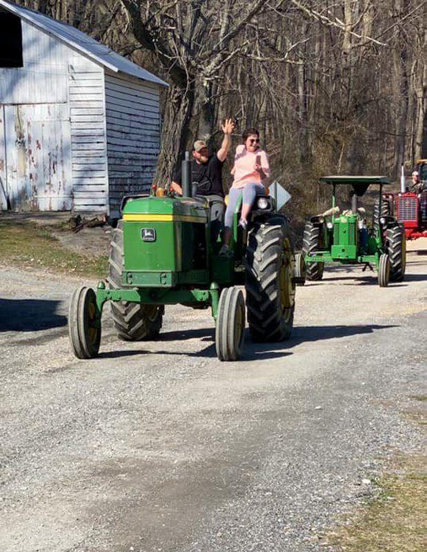 tractor parade2 121.jpg